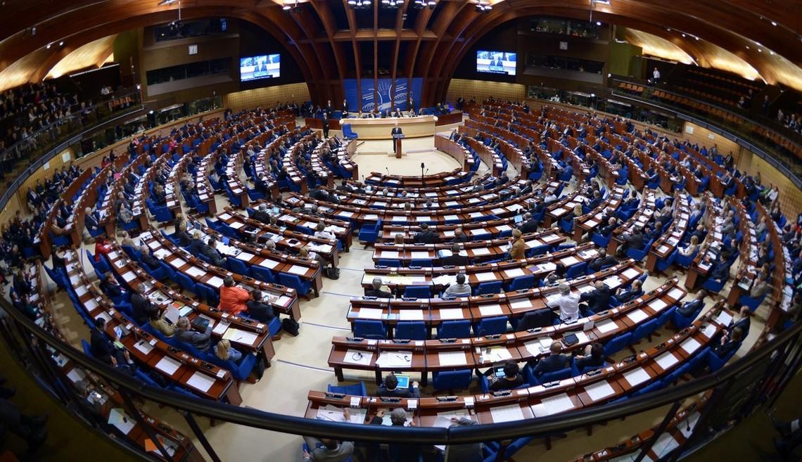 ПАРЄ підготувала документ, в якому йдеться про те, що анексія Криму та військова інтервенція в східній Україні порушують міжнародне право та принципи Ради Європи, а ДНР і ЛНР є нелегітимними.