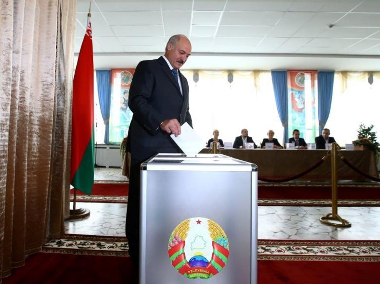 До парламенту Білорусі вперше за 20 років обрали опозиційних кандидатів. В ЦВК повідомили, що до парламенту пройшла член опозиційної Об'єднаної громадянської партії Ганна Конопацька.