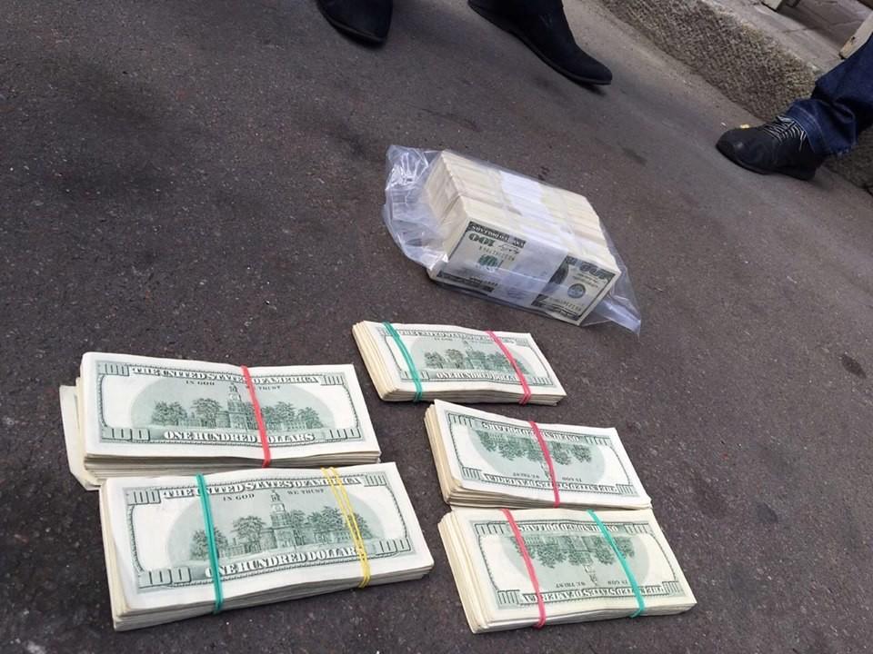 Працівники СБУ і ГПУ викрили одного з членів Вищої Ради юстиції у вимаганні 500 тисяч доларів.