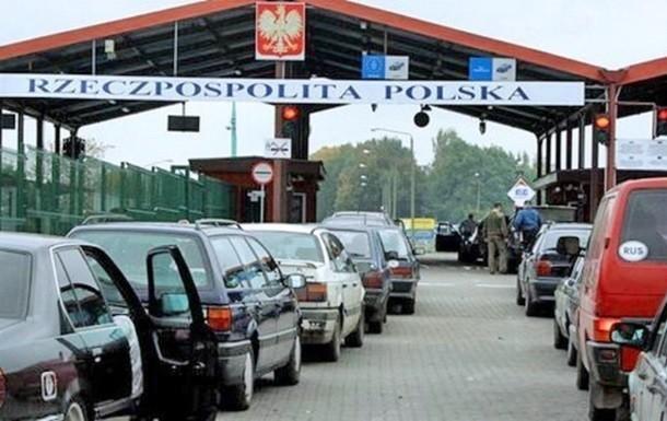 У Держприкордонслужбі на західному кордоні в чергах застрягли 380 автомобілів. Черги утворилися в шести пунктах пропуску.