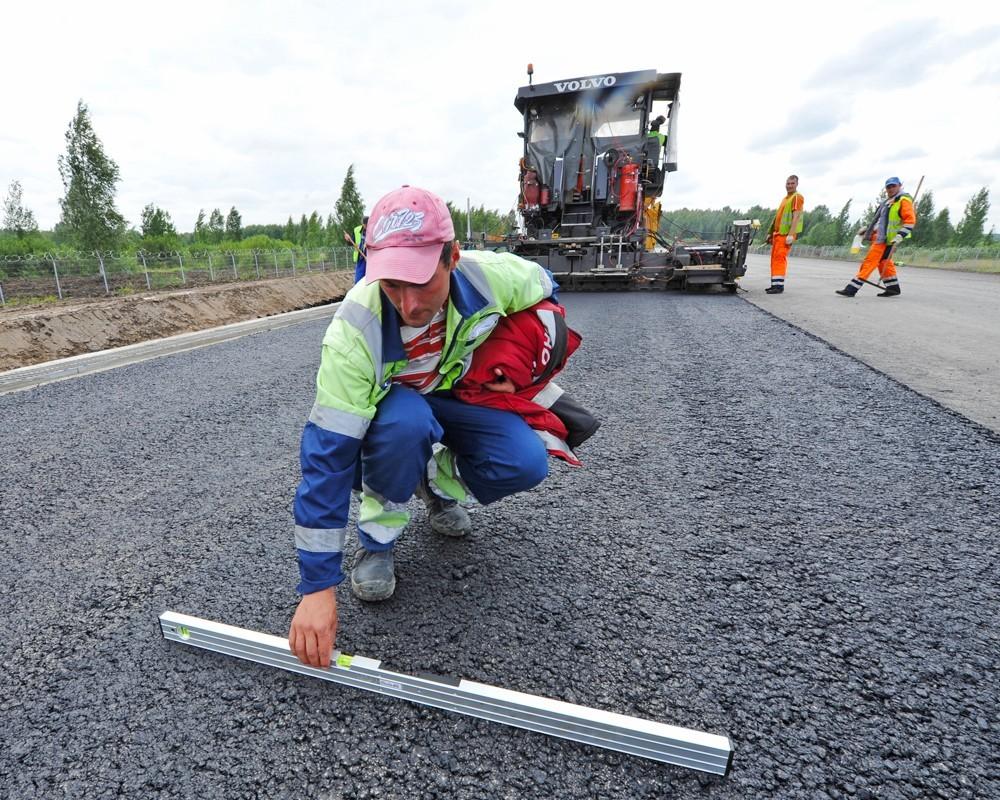 Гройсман збільшить фінансування будівництва доріг в Україні за рахунок коштів міжнародних фінансових організацій.