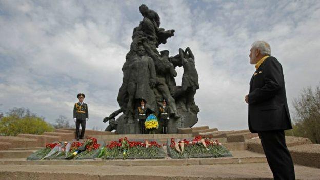 Сьогодні, 29 вересня, Президент Петро Порошенко вшанує пам'ять жертв трагедії в Національному історико-меморіальному заповіднику Бабин Яр.