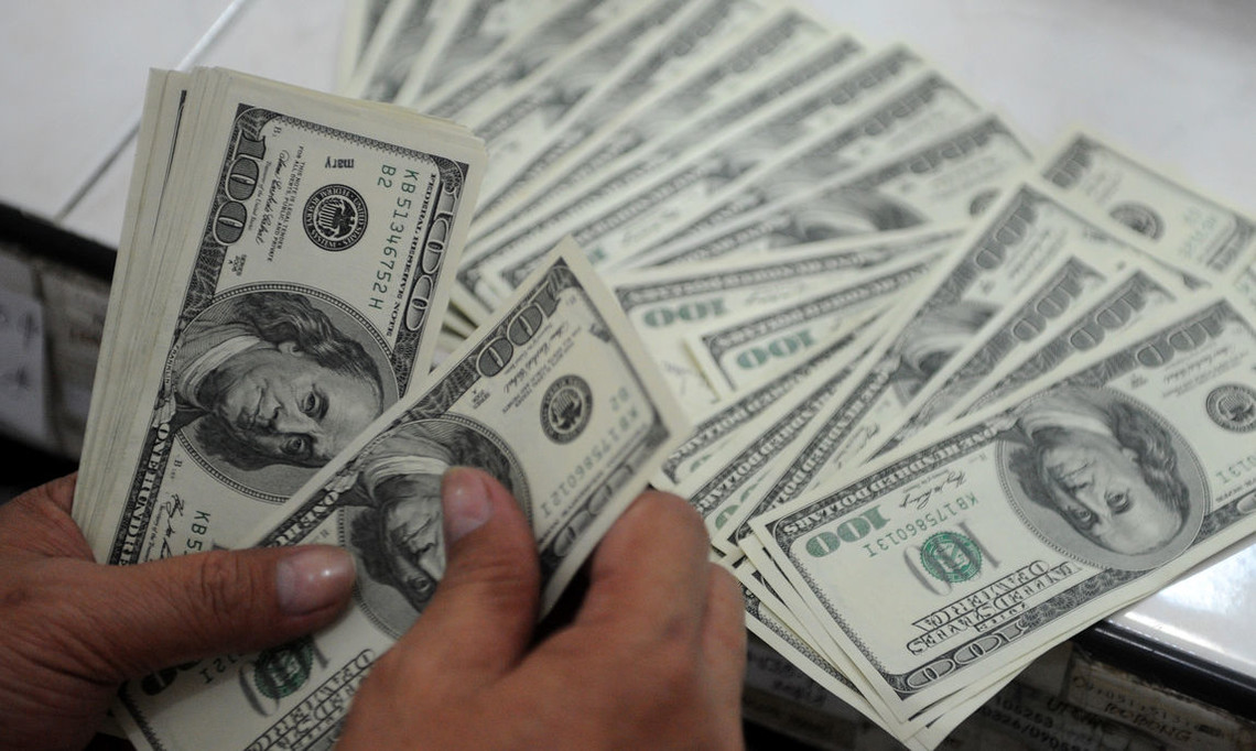 Наявний дохід на придбання товарів та оплату послуг зріс на 14,1 відсотка – до 468,415 млрд грн. Водночас витрати населення за звітний період збільшилися на 14,8 відсотка – до 473,7 млрд грн.