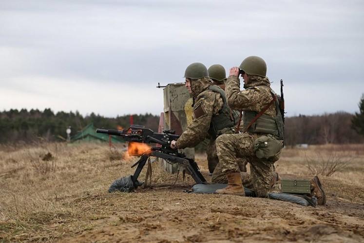 На Яворівському полігоні на Львівщині троє військовослужбовців отримали поранення. Медики запевняють, що життям чоловіків нічого не загрожує.