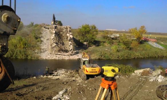 На Донбасі відновлять три річкових мости до кінця 2016 року. Найбільш очікуваним є знаковий міст через річку в Семенівці під Слов'янськом.