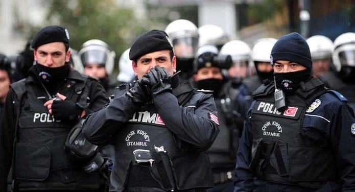 Кадрові чистки, пов'язані зі спробою військового перевороту в Туреччині, тривають: від виконання обов'язків відсторонені майже 13 тисяч поліцейських.