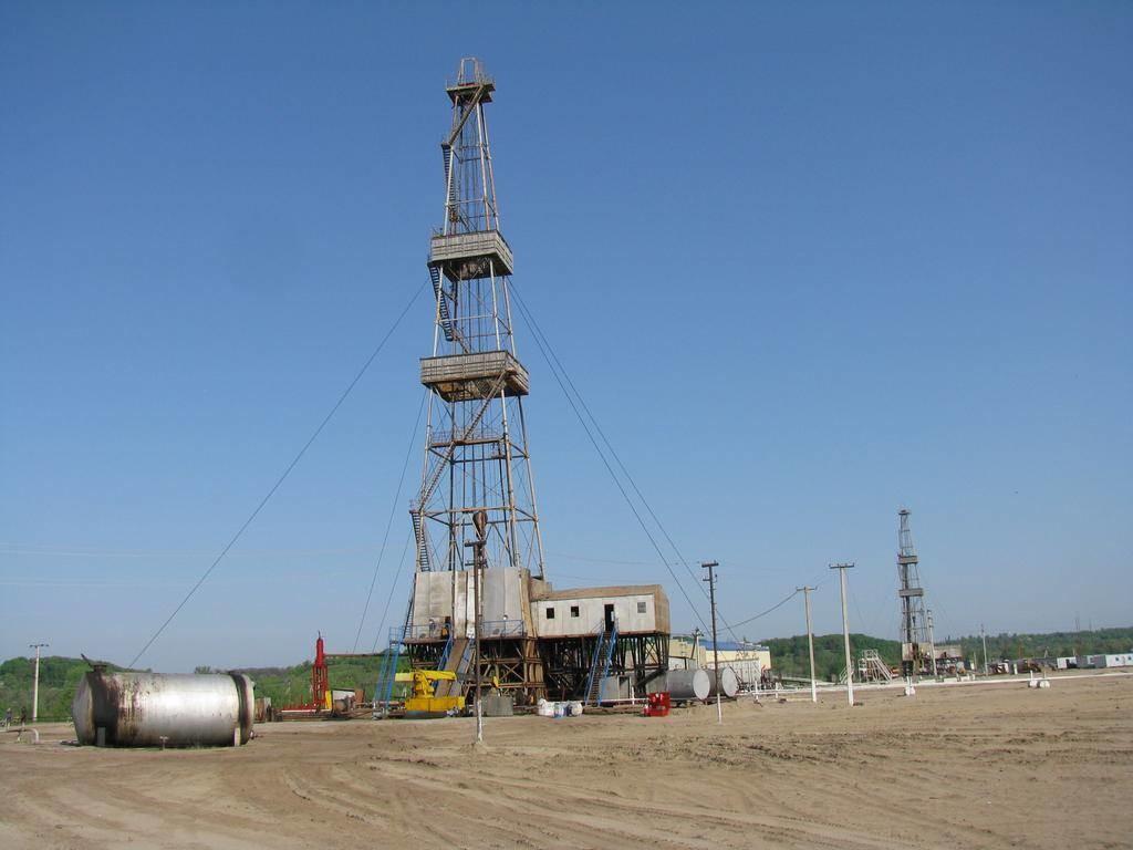 Укргазвидобування планує здійснювати ГРП на 100 свердловинах за середнього дебіту 50 тис. куб. м на добу, що принесе додаткових 2 млрд куб. м природного газу внутрішнього видобутку.
