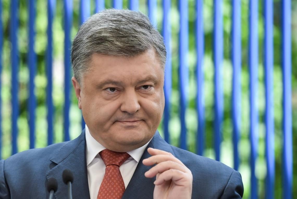 Український Глава держави Петро Порошенко провалив чергову обіцянку, яка стосувалося законопроекту про новий Конституційний суд.