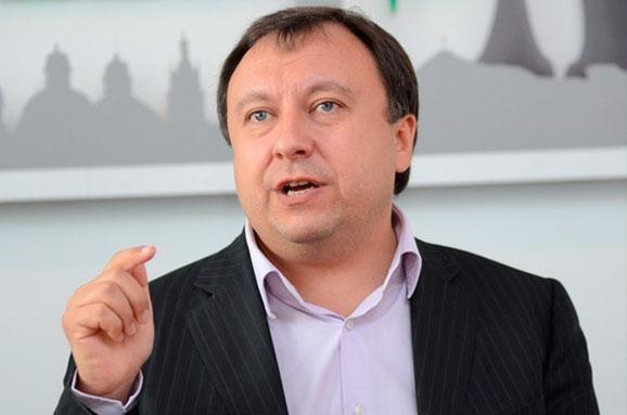 Народний депутат продовжував брати участь у голосуваннях, навіть попри обіцянку цього не робити в зв'язку з відхиленням його законопроекту про заборону медіапродукції з Росії.