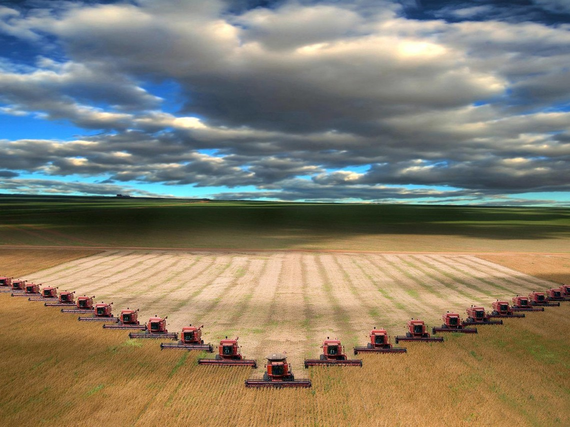 До кінця року Херсонський машзавод збере сотню комбайнів, вартість яких близько 2 млн грн, проте українські фермери зможуть купити їх в розстрочку.