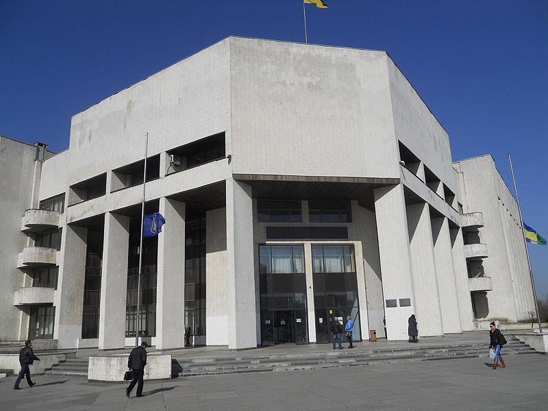 Правоохоронці затримали на хабарі головного спеціаліста відділу контролю за благоустроєм Деснянської районної адміністрації в місті Києві.