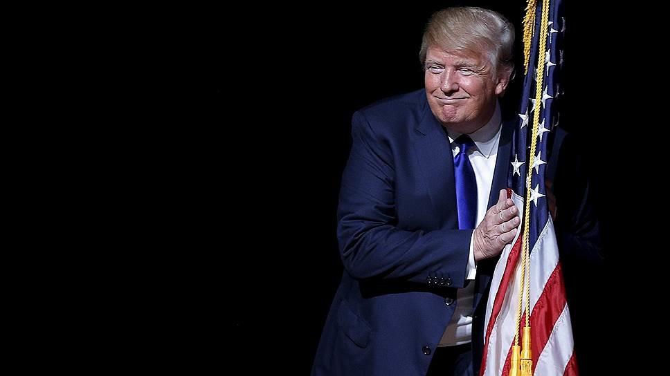Менше половини, а саме 43 відсотки американців вважають, що кандидат у президенти США від Республіканської партії Дональд Трамп має вийти з президентської гонки.
