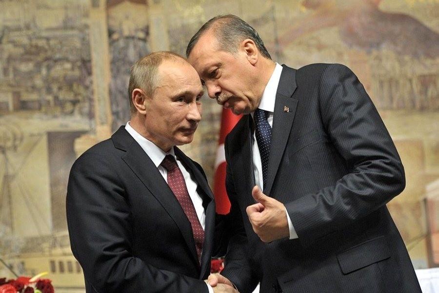 Президент Росії Володимир Путін під час візиту в Стамбул запропонував президенту Туреччини Реджепу Ердогану знижку на газ та скасував заборону на ввезення деяких продуктів до РФ.