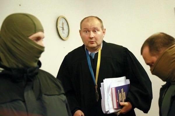Директор НАБУ Артем Ситник допускає що суддя Дніпровського райсуду Києва Микола Чаус, якого спіймали на хабарі в 150 тисяч доларів, може сам повернутися в Україну.