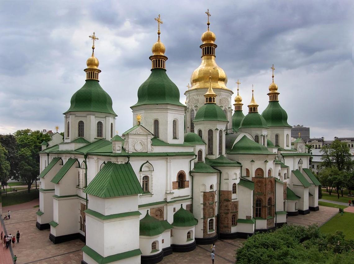 Рішенням Київради в 2003 році земельну ділянку площею 0,1 га було надано в оренду приватній структурі для будівництва житлового будинку.