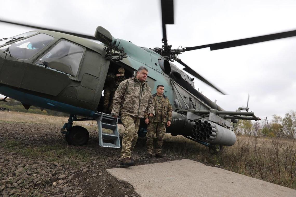 У рамках святкування Дня захисника України Президент Петро Порошенко вирушив з візитом у зону проведення антитерористичної операції.