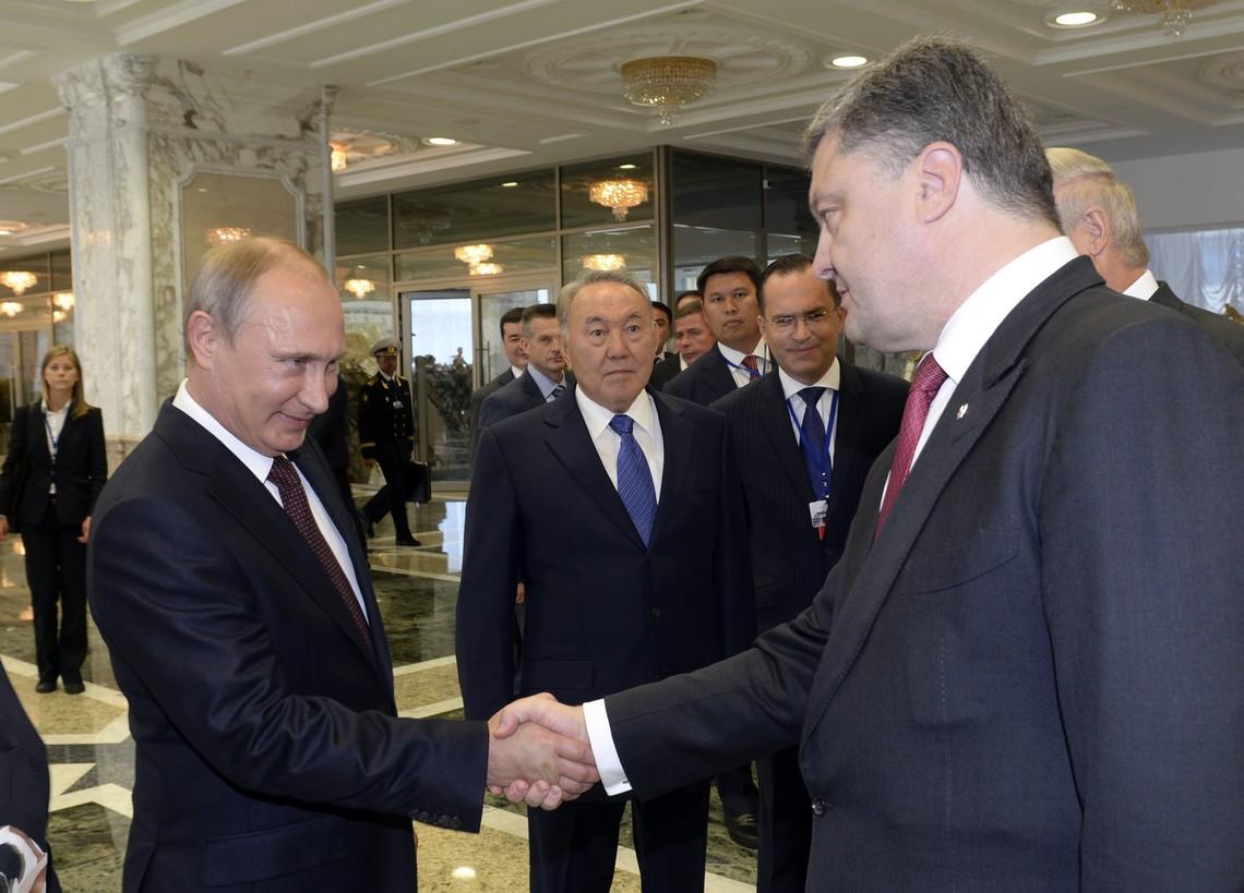Про необхідність виходу України з Мінського процесу можуть заявляти тільки ті, хто свідомо чи несвідомо працюють на агресора, вважає Глава держави.