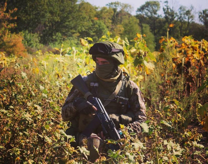 Частина вантажу зброї, що перевозилася, призначалася для закладки в схрон для диверсійної групи терористів.