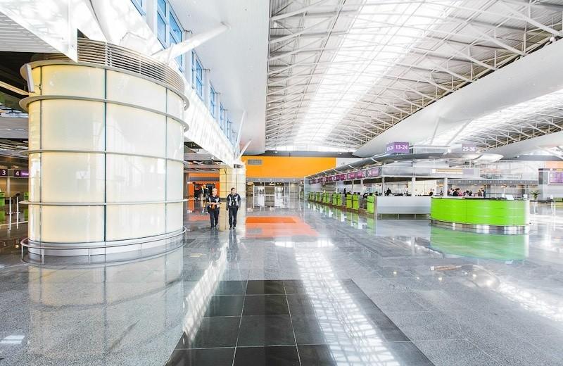 Міжнародний аеропорт Бориспіль та інші аеропорти України повинні відмовитися від російської мови і комуністичних назв.