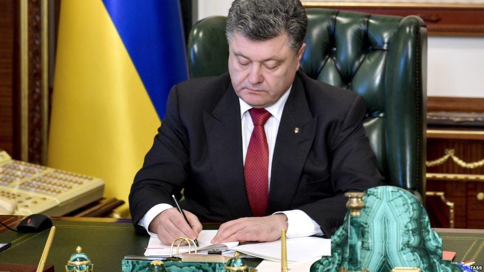 В Україні заборонили російські платіжні системи Золота Корона, Юністрім, Колібрі, а також систему Міжнародні грошові перекази Лідер.