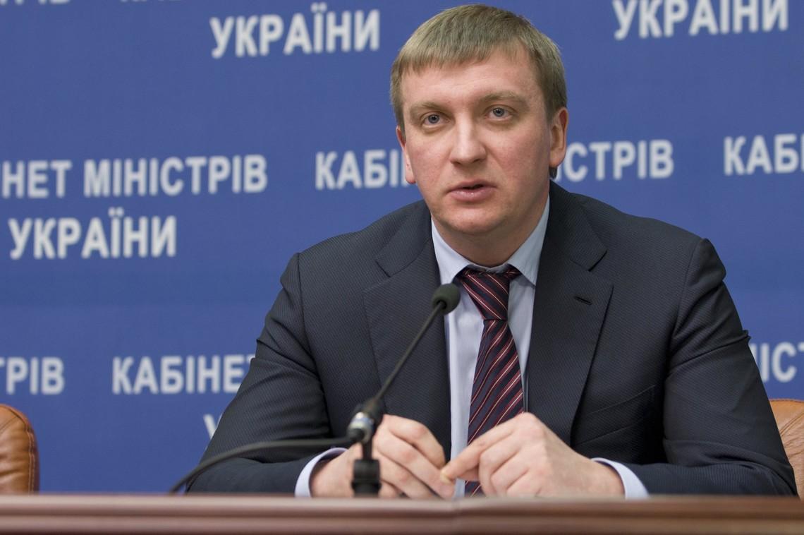 Петренко задекларировал две квартиры, несколько авто и млн. долларов