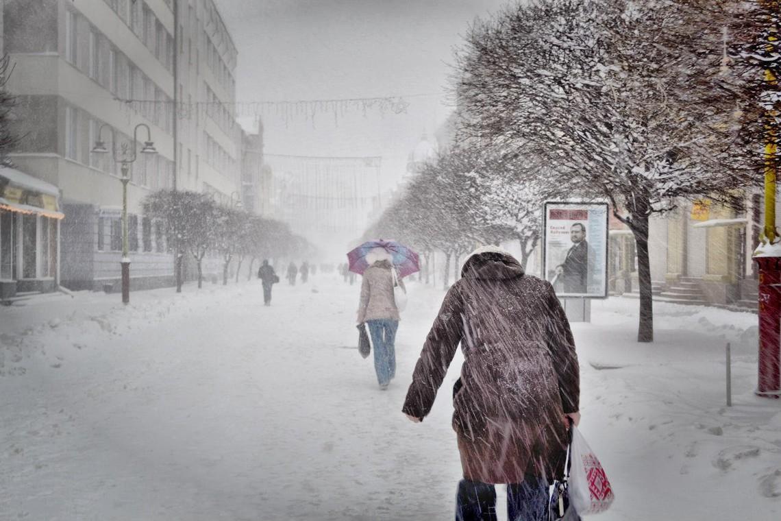 ВИвано-Франковской области из-за снегопада отменили занятия вшколах