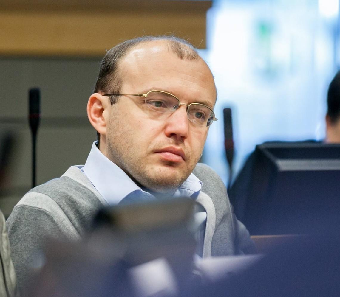 Внефракционный народный депутат Остап Еднак провалил обещание об открытии в городе Броды Львовской области общественной приемной.
