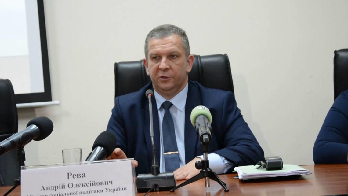 Рева поведал, сколько денежных средств нужно для пенсий жителям оккупированного Донбасса