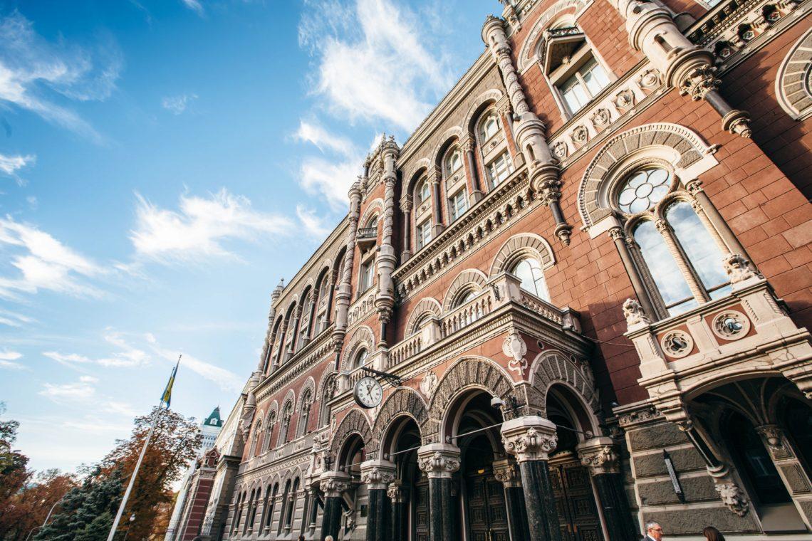 Курс евро превысил 64 рубля