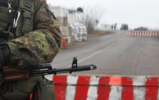 Боевики заблокировали грузовые автомобили сгуманитарной помощью для граждан оккупированного Донбасса