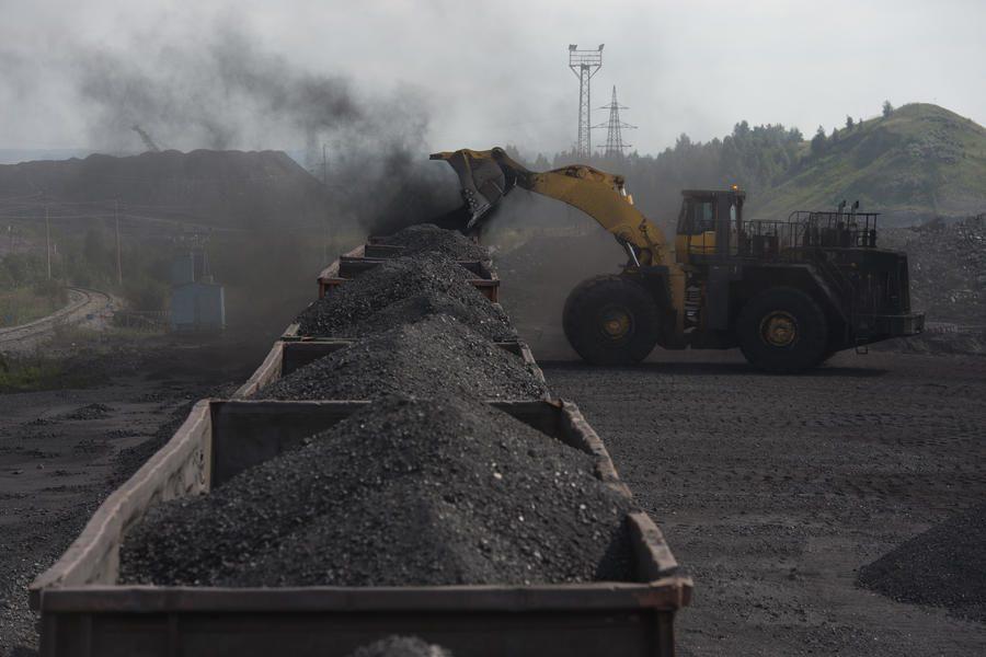 Уголь наДонбассе закупают, чтобы шахтеры непошли воевать против государства Украины