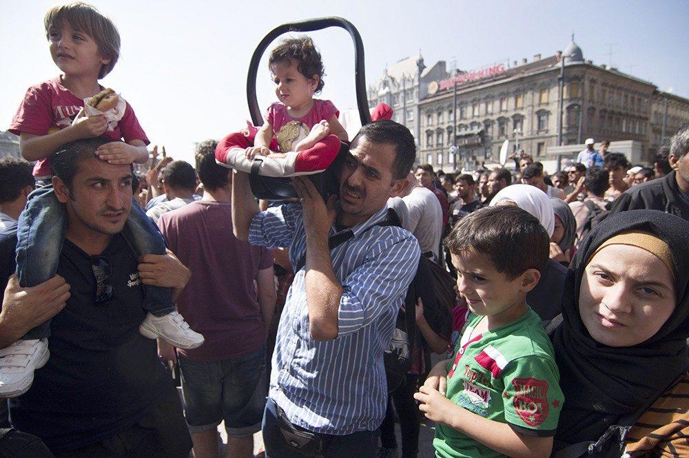 ВСША впроцессе рейдов задержали сотни незаконных мигрантов