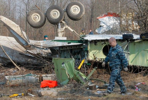 Английские специалисты будут искать следы взрывчатки наобломках самолёта польского президента Качиньского