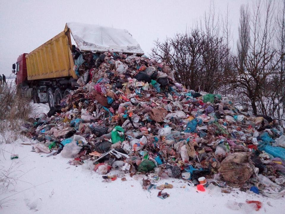 ВДнепропетровской иПолтавской обл. задержали 18 фургонов сльвовским мусором