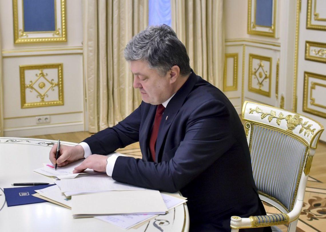Порошенко подписал закон овыделении земли под музею Революции достоинства