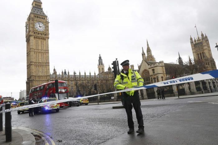 Размещено видео расстрела у английского парламента: ранены люди
