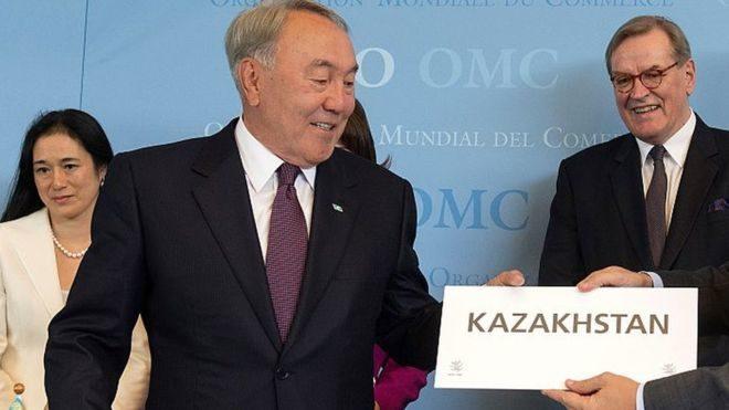 Казахский алфавит переведут налатиницу доконца года