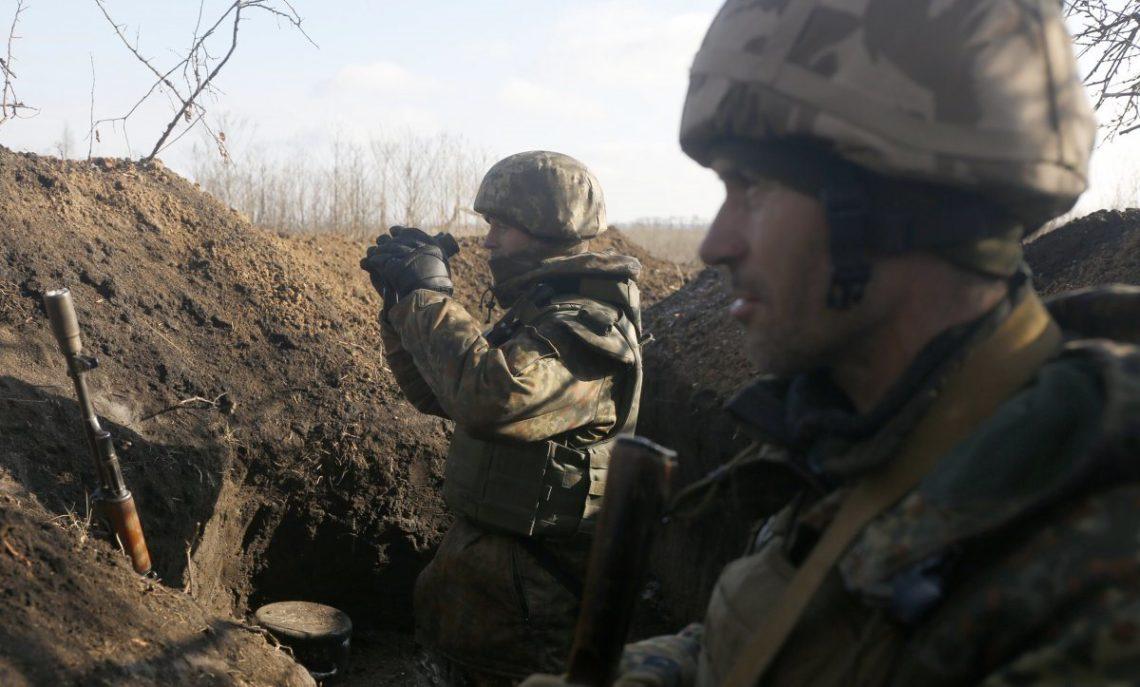 Боевики засутки обстреляли украинских военных 21 раз— штаб АТО
