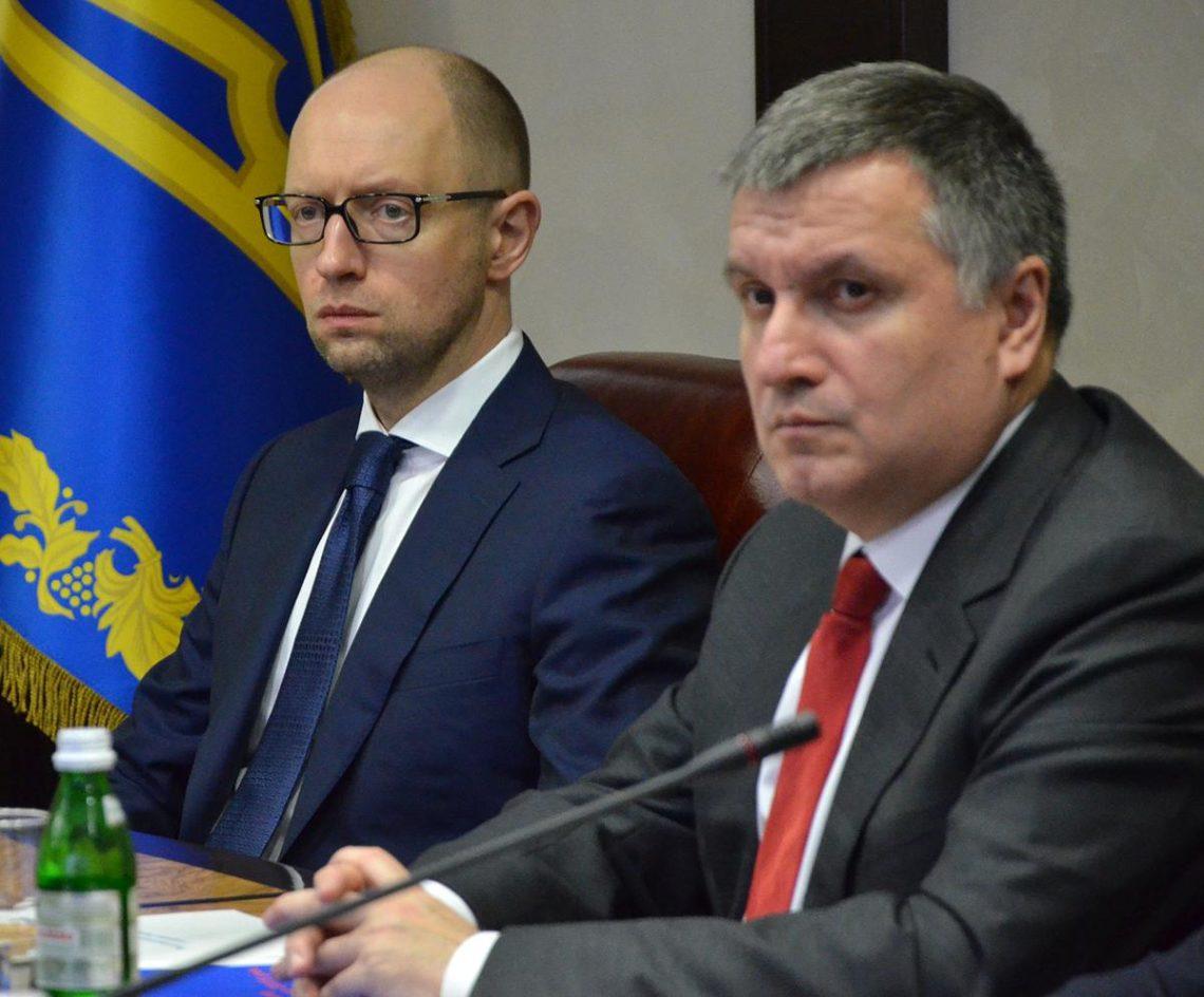 Российская Федерация просит объявить Яценюка вмеждународный розыск— Киев