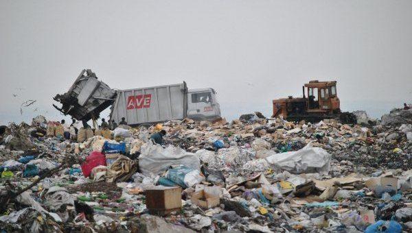 Ночью около украинской столицы высыпали 20 тонн львовского мусора