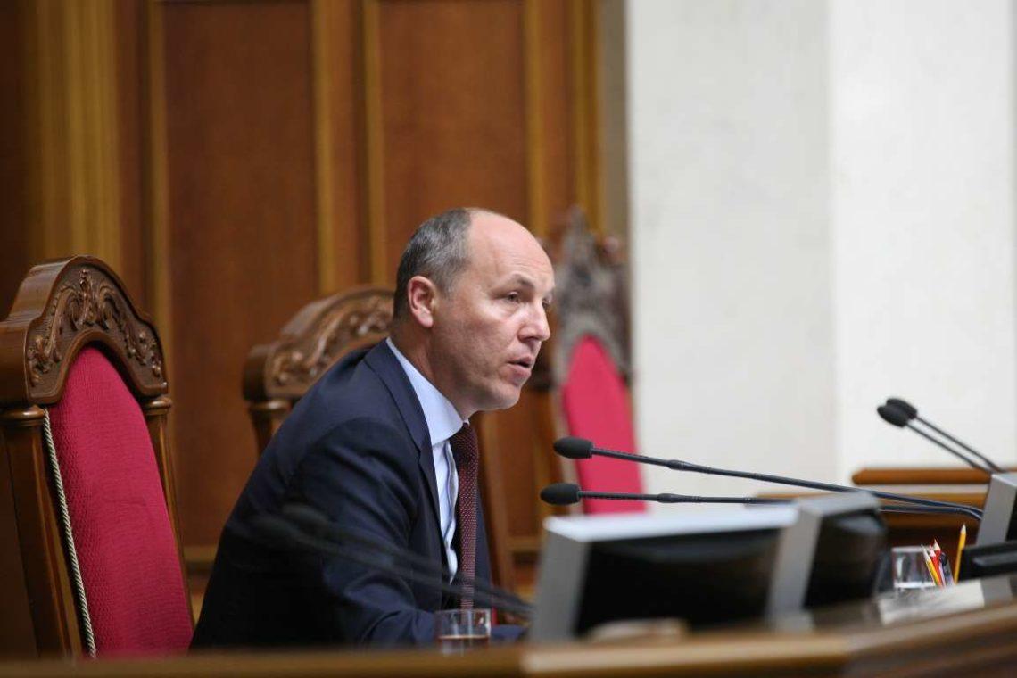 ВРразрешила Парубию подписать закон озапрещении георгиевской ленты