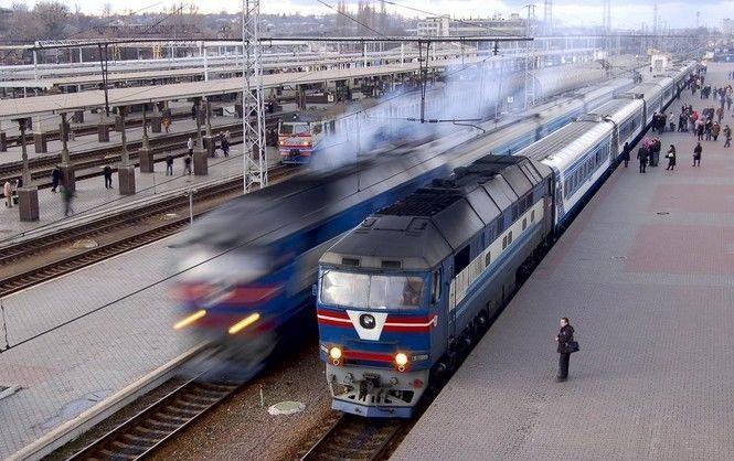 Укрзализныця назначила восемь дополнительных поездов кпразднику Троицы