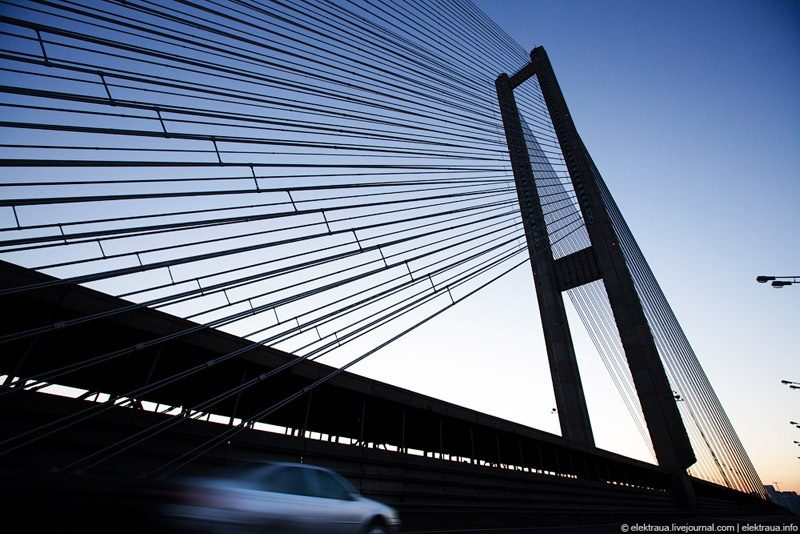УКиєві обмежать рух наестакаді Південного мостового переходу