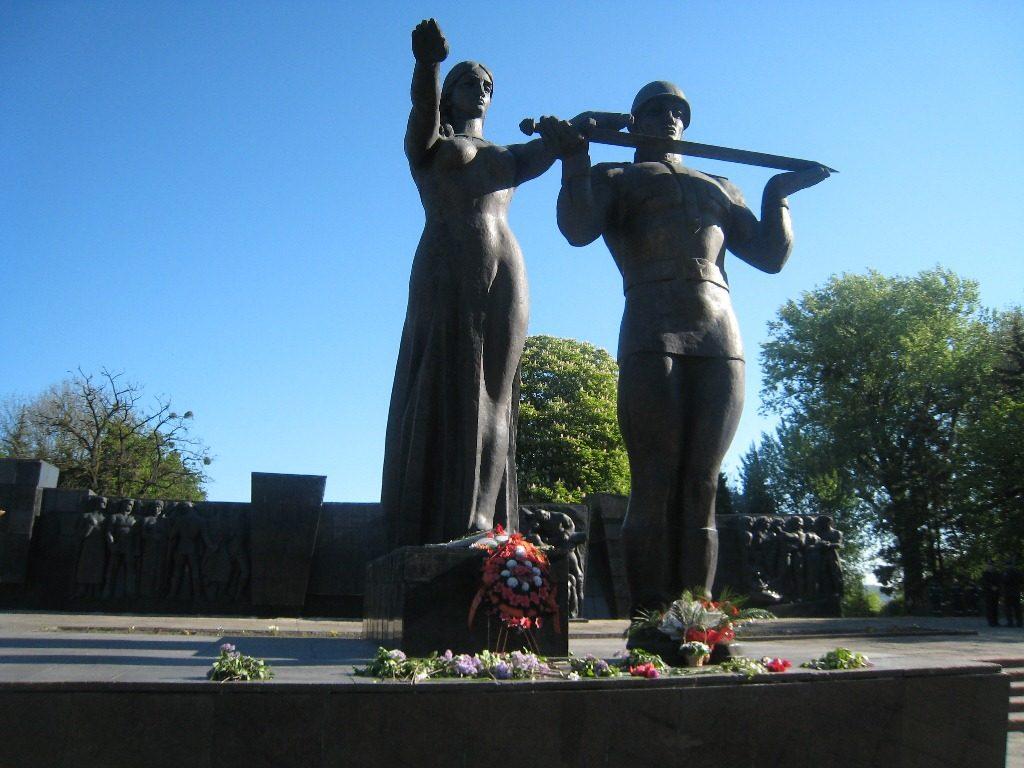 УЛьвові спаплюжили Монумент Слави