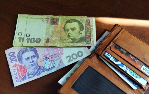 Середня заробітна плата по Україні за чотири місяці цього року зросла в порівнянні з аналогічним періодом минулого року майже на 40% і стано