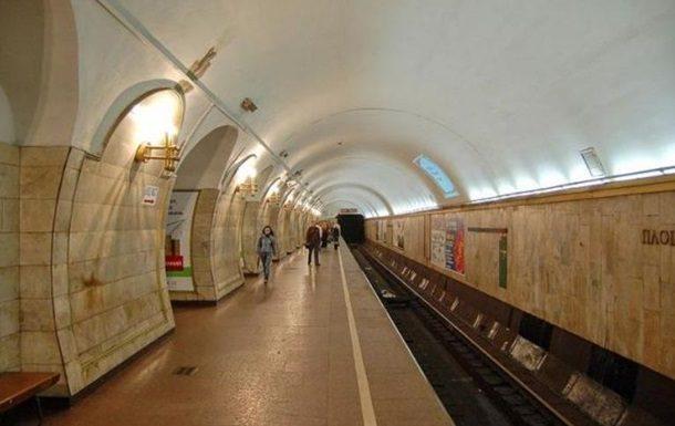 Вкиевском метро женщина угодила под поезд: размещено видео сместаЧП