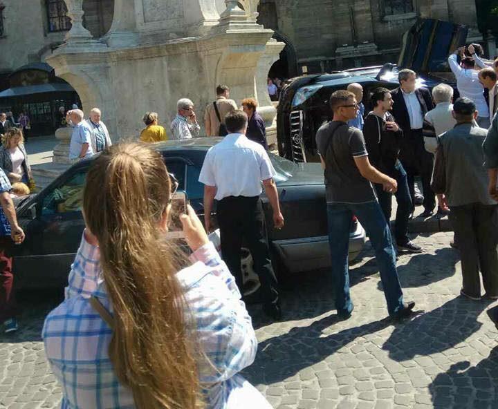 В Нацполиции Львовской области сообщили о пострадавших в результате наезда неизвестным на толку людей, выходящих из церкви.