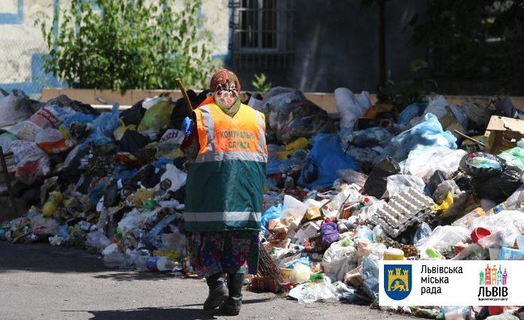 За последние сутки со Львова было вывезено почти 700 тонн твердых бытовых отходов, рассказал заместитель городского головы.