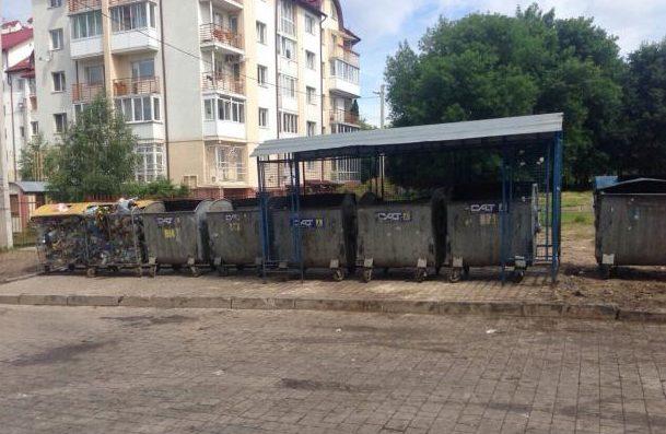 Во Львове коммунальные службы очистили от мусора более 80 процентов переполненных контейнерных площадок.