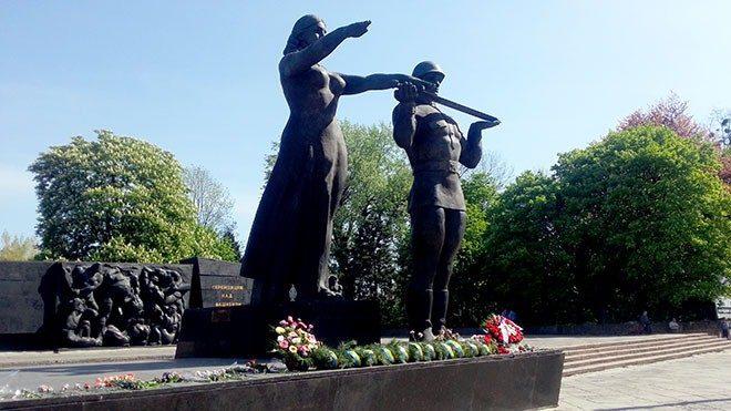 Во Львове снесут часть монумента Славы. Стартовала подготовка проекта первоочередных противоаварийных работ, которые могут включать ряд демонтажных работ.